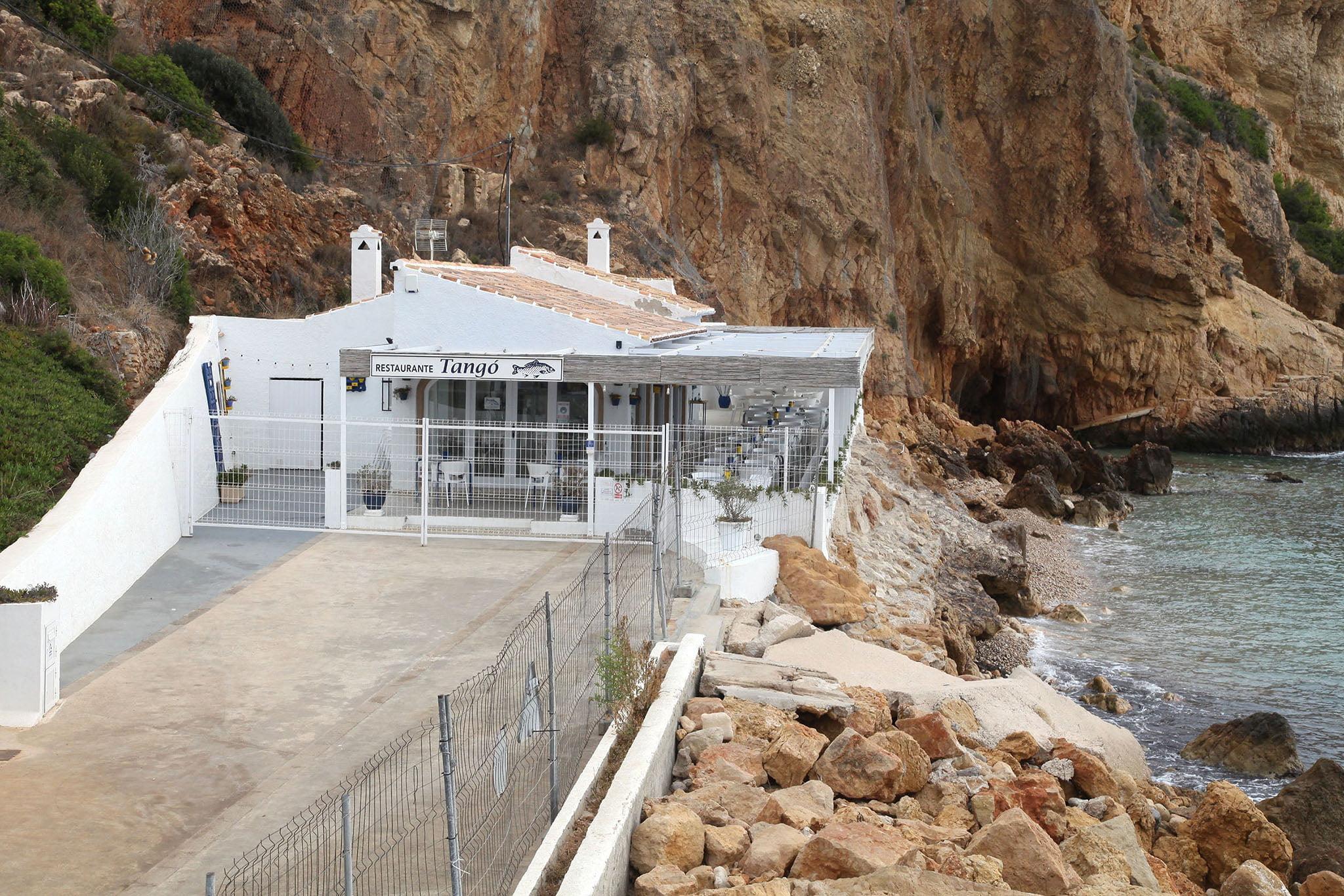 Bar Tangó situado a pie de la antigua Cala