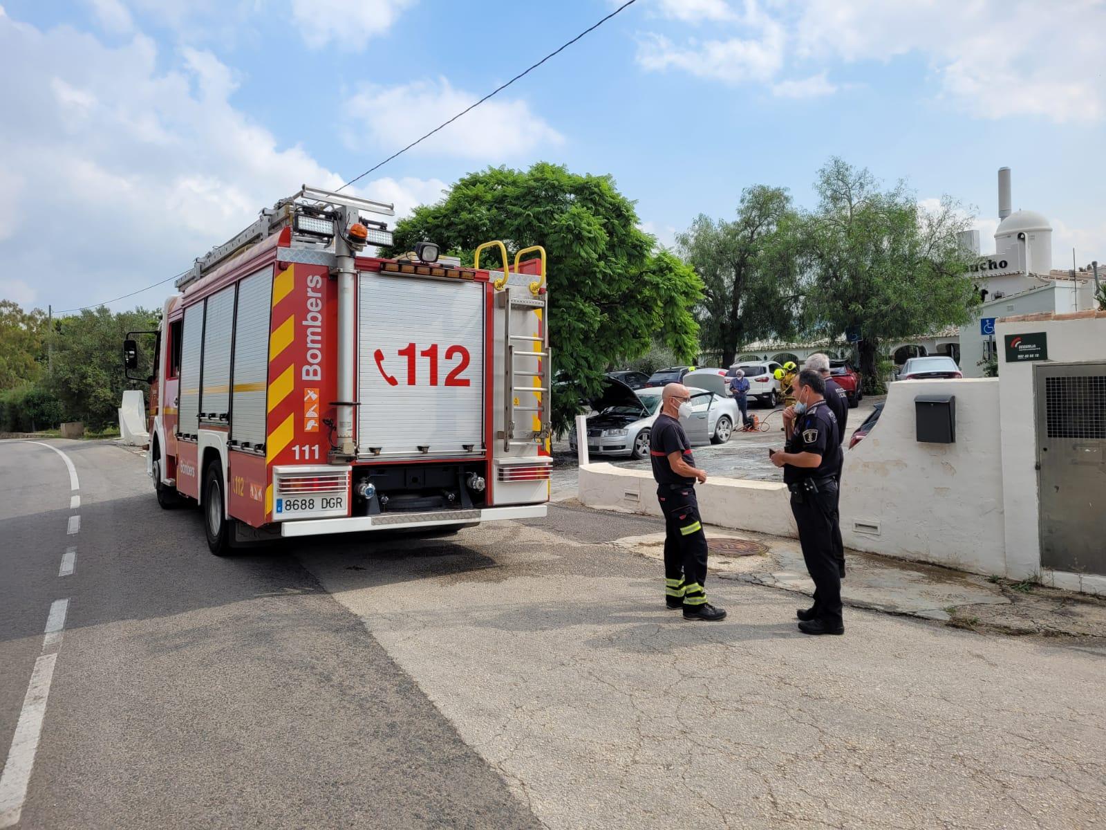 Bomberos y Policía Local acuden a la extinción del incendio