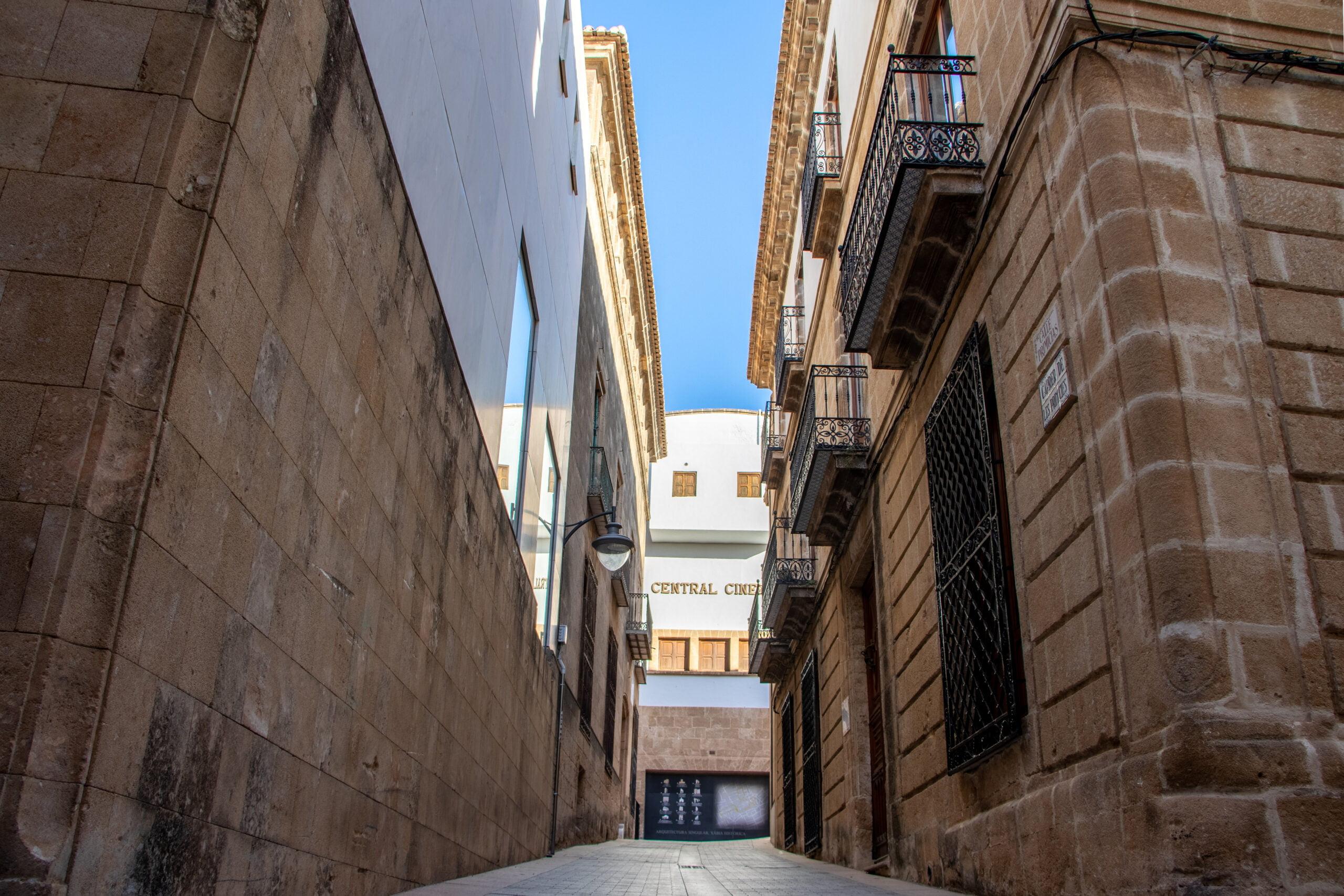 Calle Primicias en el centro histórico de Xàbia