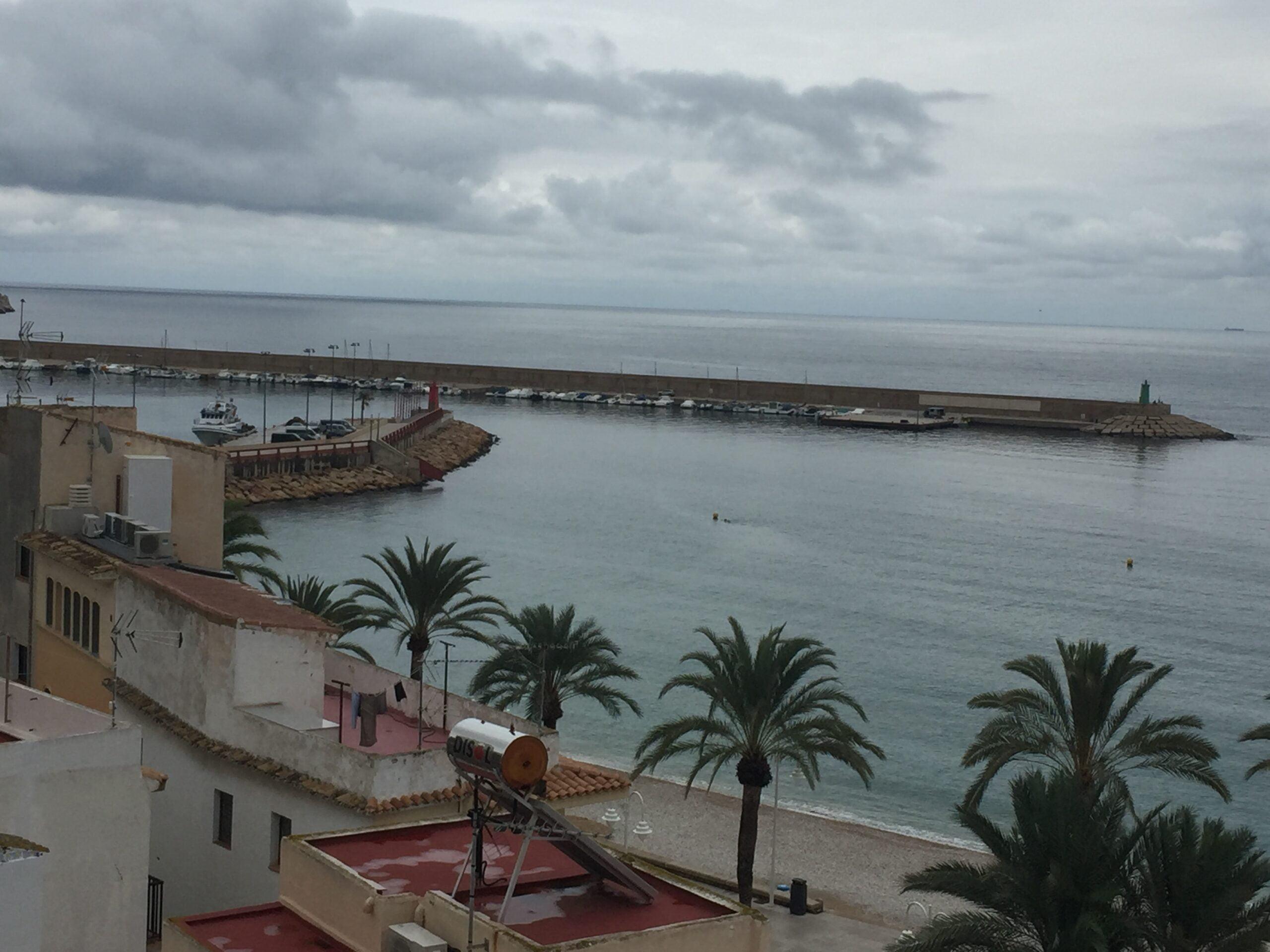 Día nublado en el puerto de Xàbia
