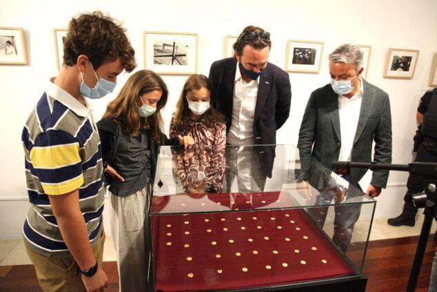 Imagen: Exposición de las 53 monedas halladas en l'illa del Portitxol