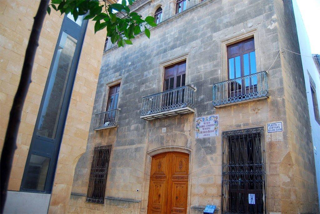 Fachada del actual Museo Soler Blasco, antiguo Palacio dels Banyuls