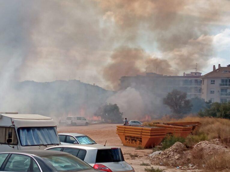 Incendio en la parcela de Avd. Juan Carlos I de Xàbia