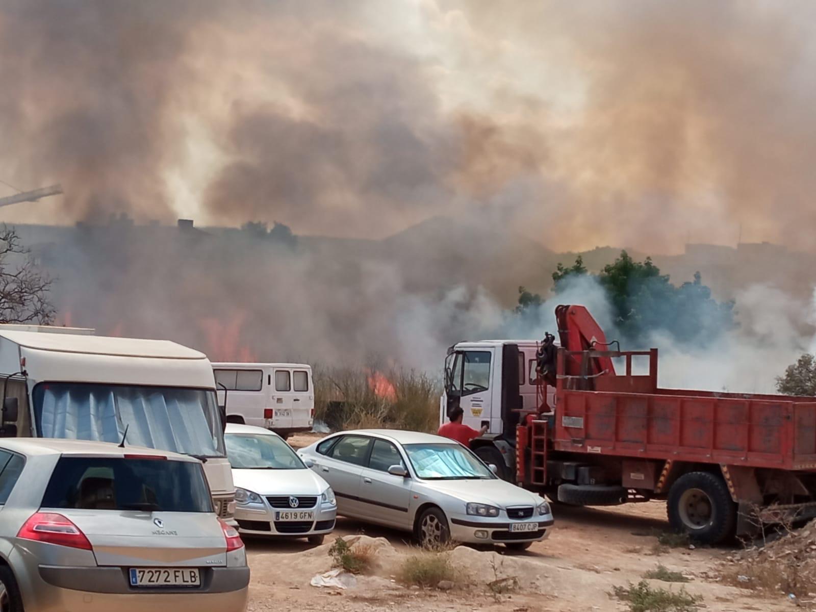 Incendio en una parcela de la Avenida Juan Carlos I Xàbia (1)