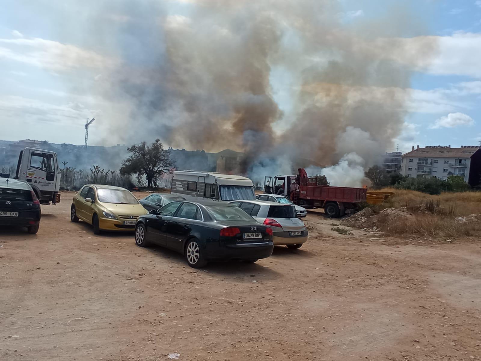 Incendio en una parcela de la Avenida Juan Carlos I Xàbia (2)