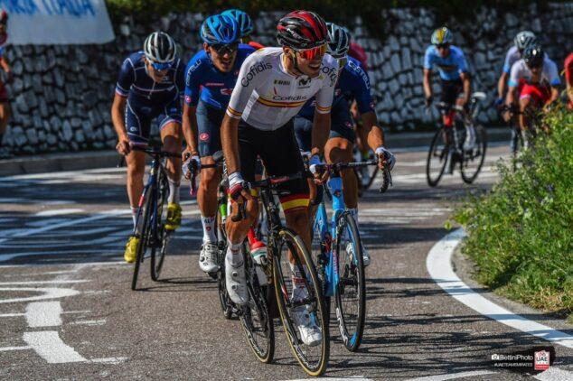 Imagen: Juan Ayuso durante la carrera