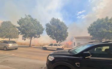 Llamas del incendio de una parcela de Xàbia