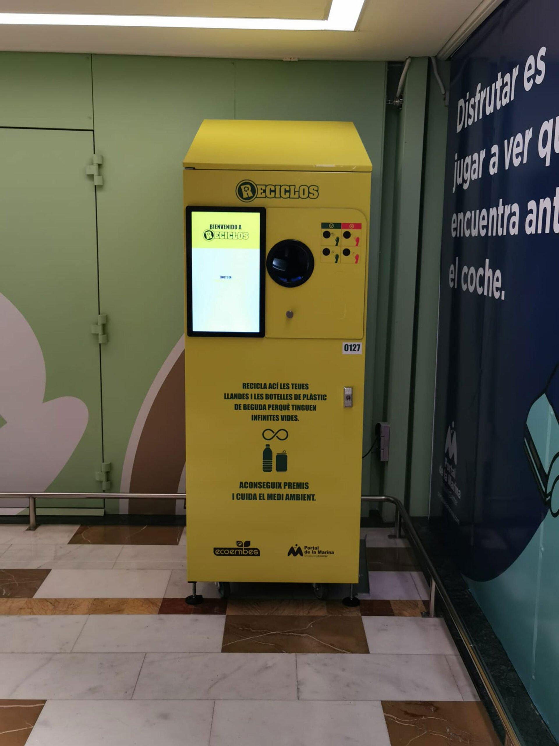 Maquinas reciclos – Portal de la Marina,