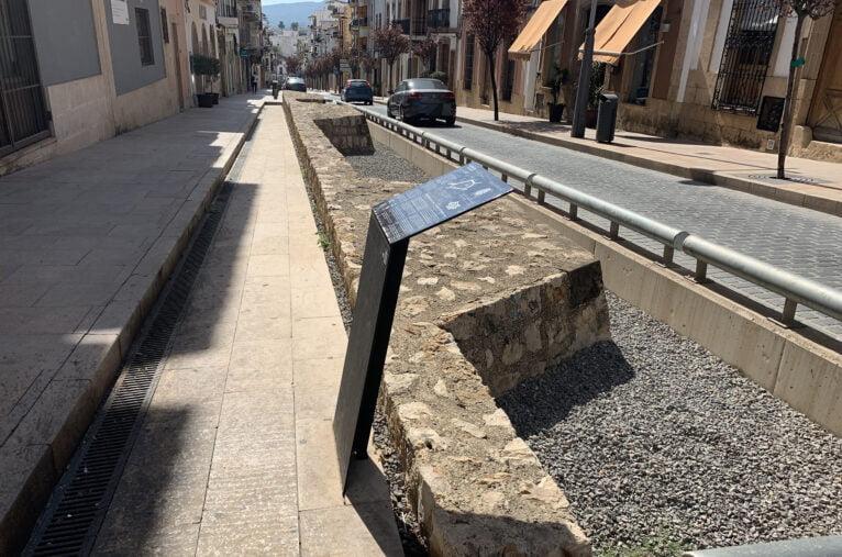 Murallas reconstruidas en el centro histórico de Xâbia