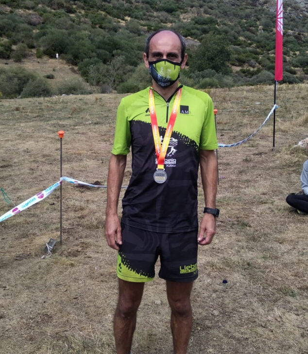 Imagen: Nasio Cardona con la medalla de plata