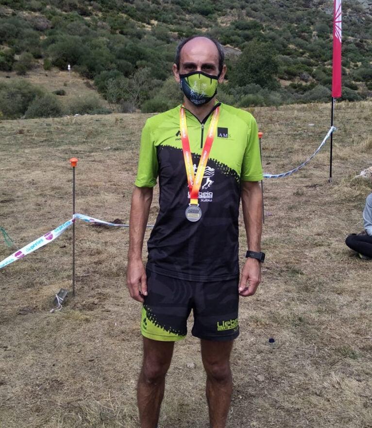 Nasio Cardona con la medalla de plata