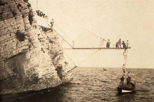 Pasarela (Tangón) instalada en 1899
