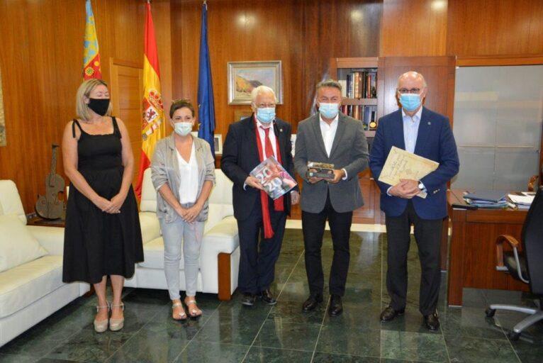 Recibimiento del Padre Ángel en el Ayuntamiento de Xàbia