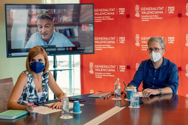 Imagen: Reunión del alcalde con el conseller y directora