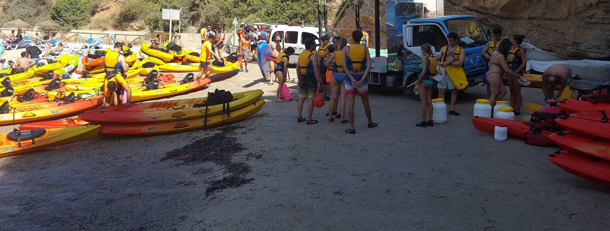 Varadero de la Granadella repleto de Kayaks
