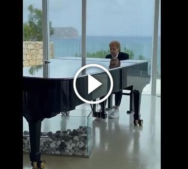 Video de Richard tocando el piano