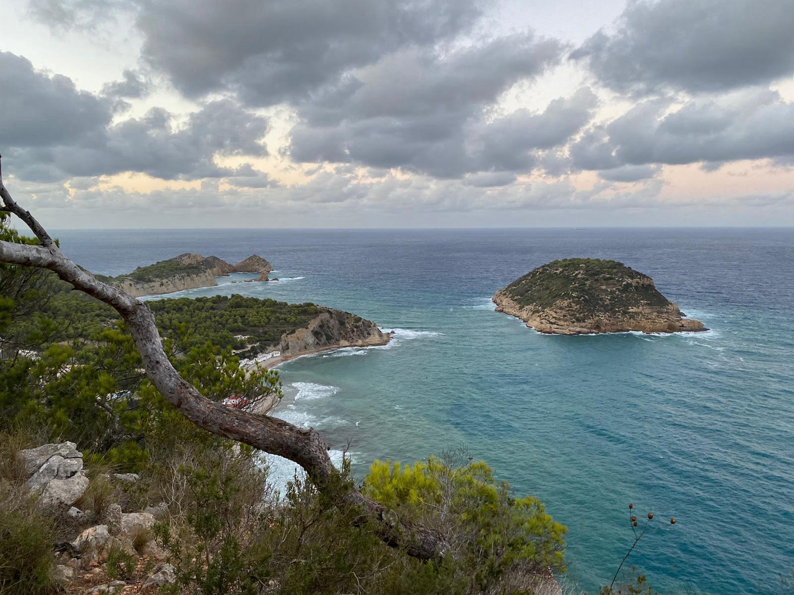 Illa del Portitxol desde el Mirador de la Falzia