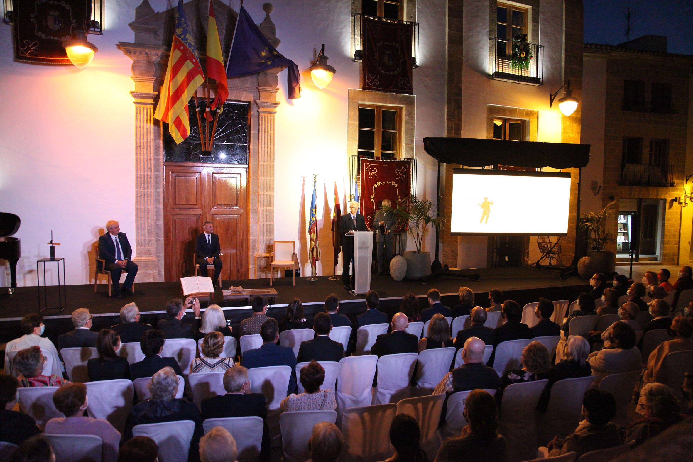 Acto institucional 9 d'octubre-Premi Vila de Xàbia a Fundación Museo Sorolla (17)