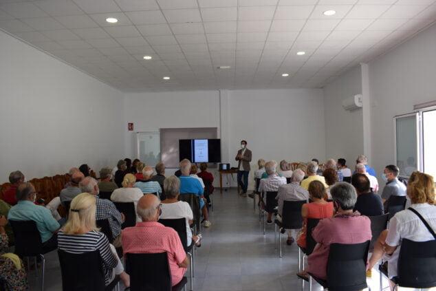 Imagen: Asamblea vecinal en Benitatxell
