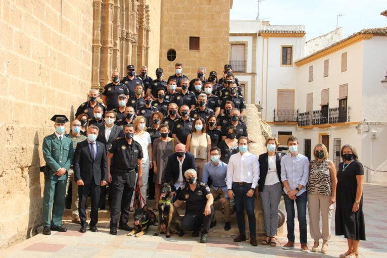 Cuerpo de la Policía Local y corporación municipal