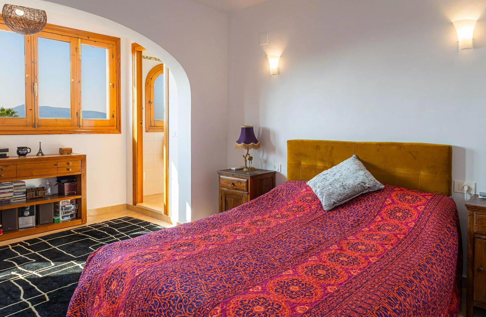 Dormitorio en villa familiar con Vicens Ash Properties