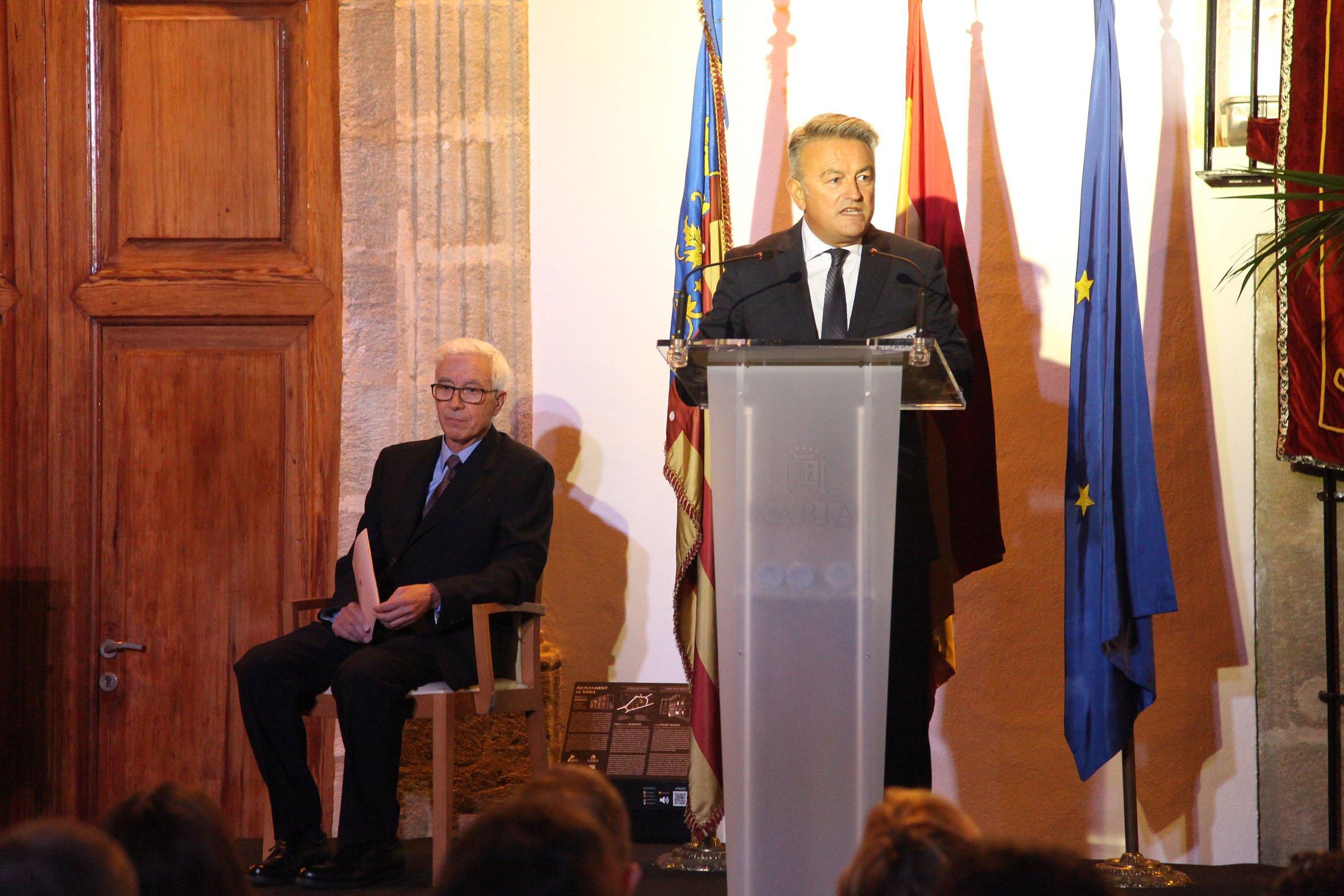El alcalde de Xàbia en el acto 9 d'octubre -Premi Vila de Xàbia