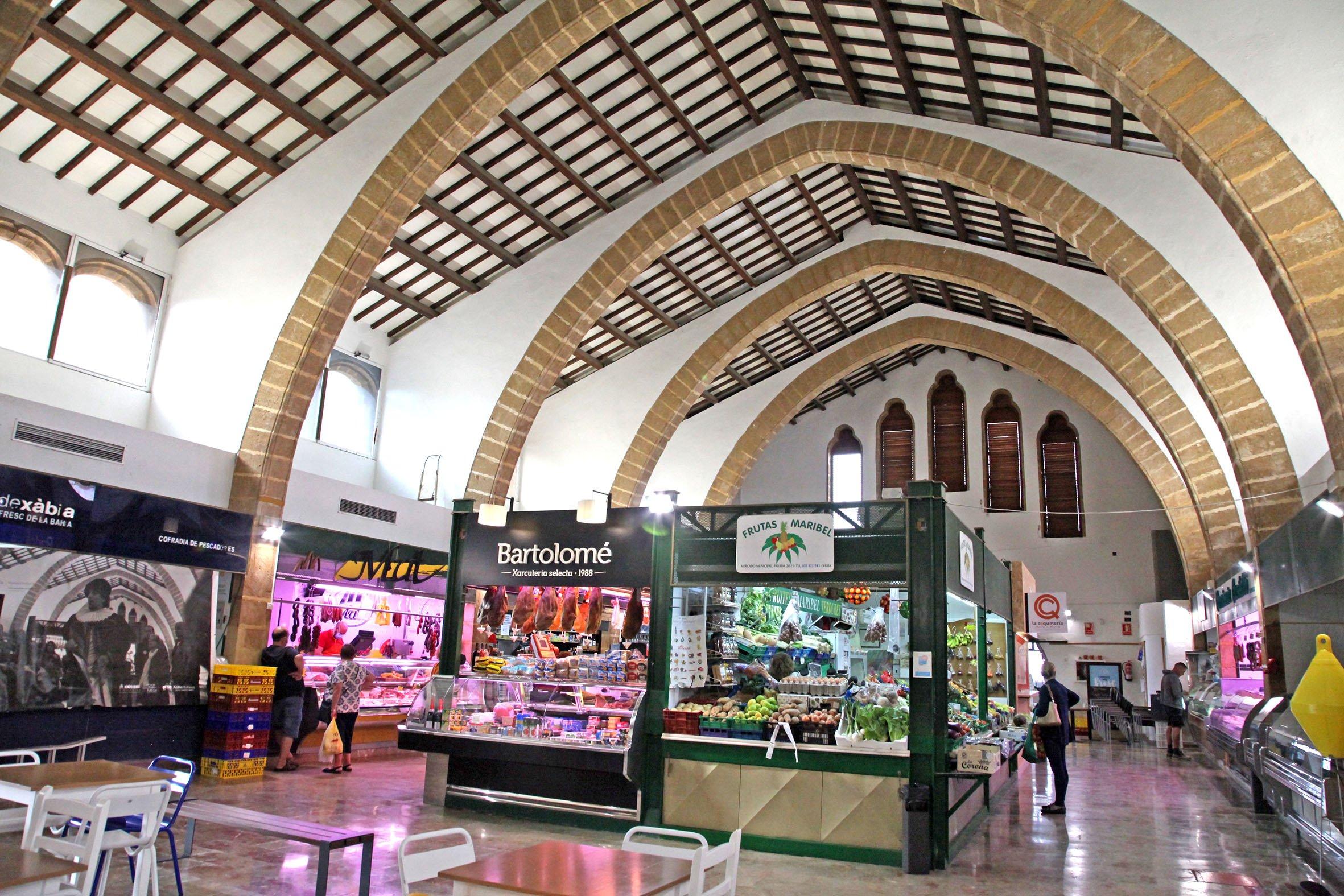 Interior del mercado municipal de Xàbia