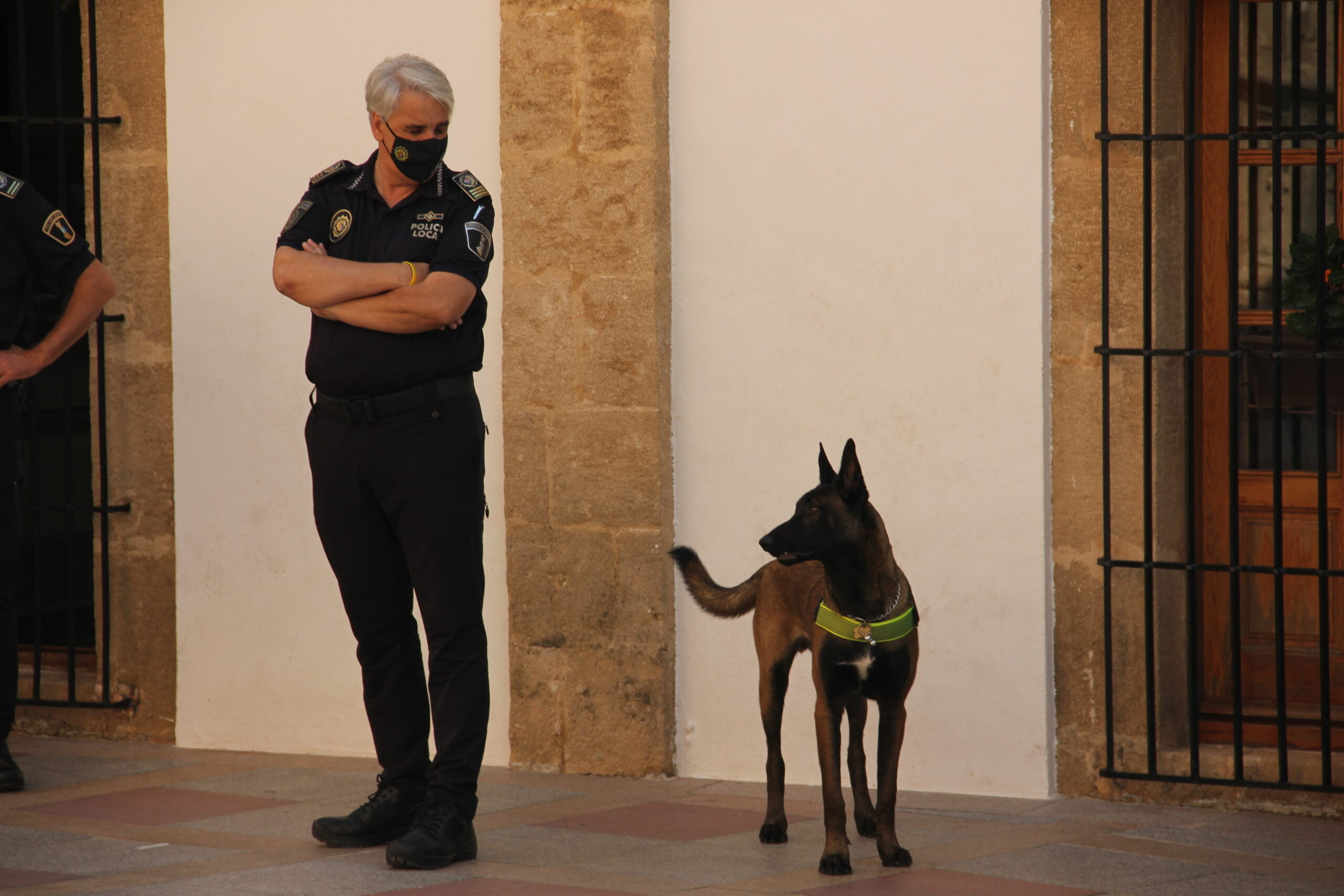 Khalan junto al Intendente jefe de la Policía Local