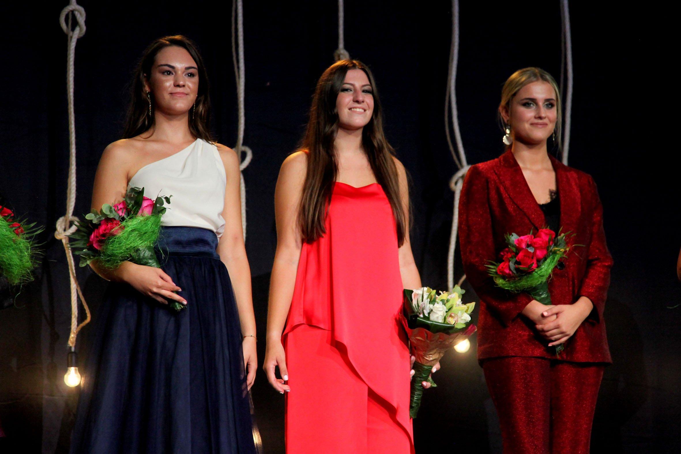 Olivia Clemente junto a sus damas, Júlia y Laura