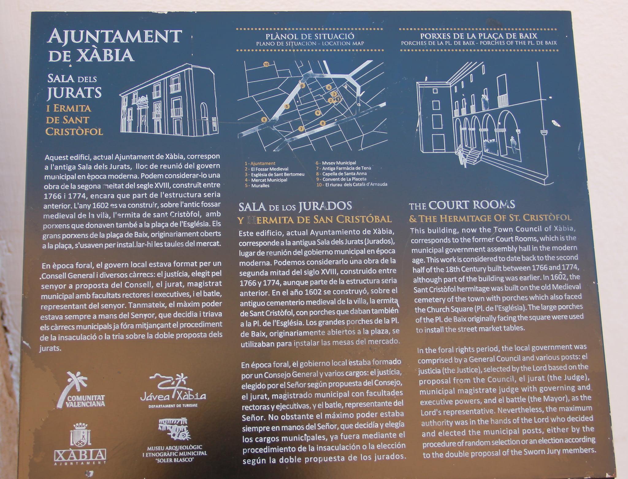 Placa de la historia del edificio del Ayuntamiento
