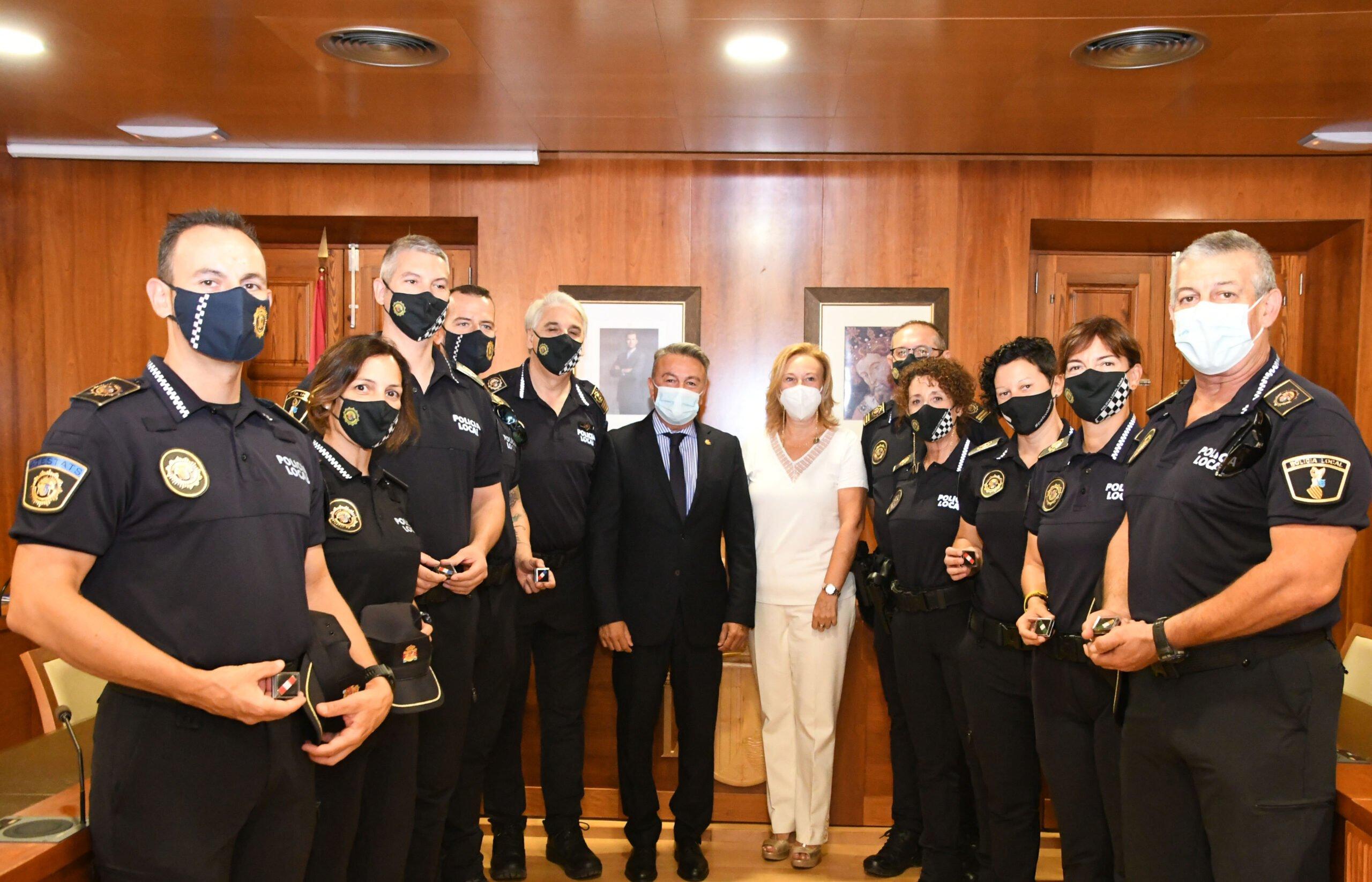 Policías que han recibido el distintivo por sus años de servicio