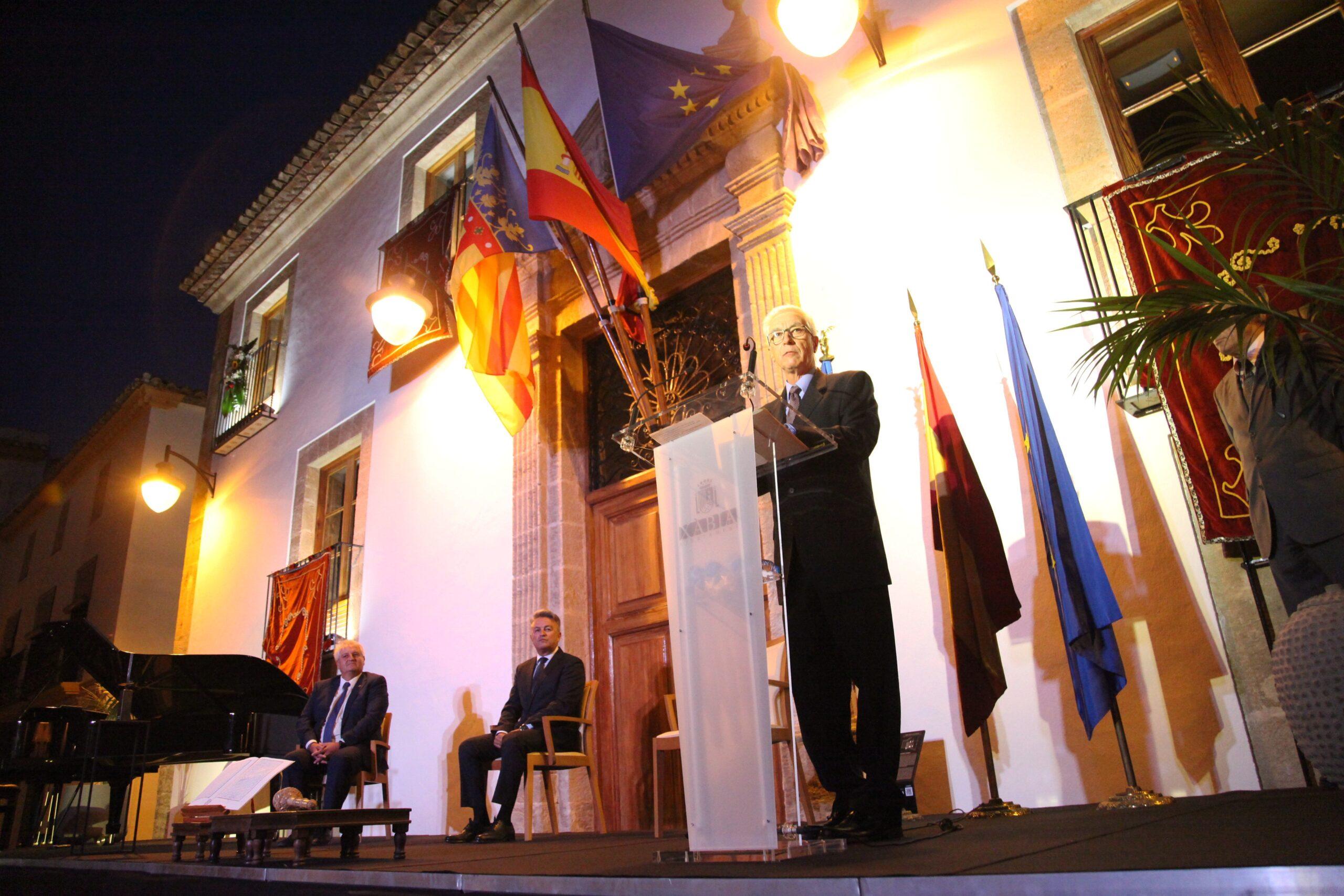 Presidente de la Fundación Museo Sorolla en el acto 9 d'octubre de Xàbia