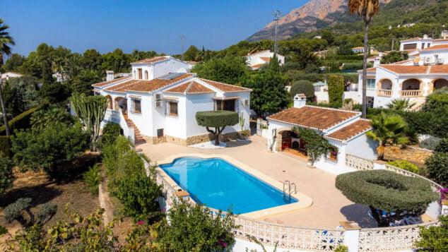 Imagen: Villa familiar con piscina grande en Jávea