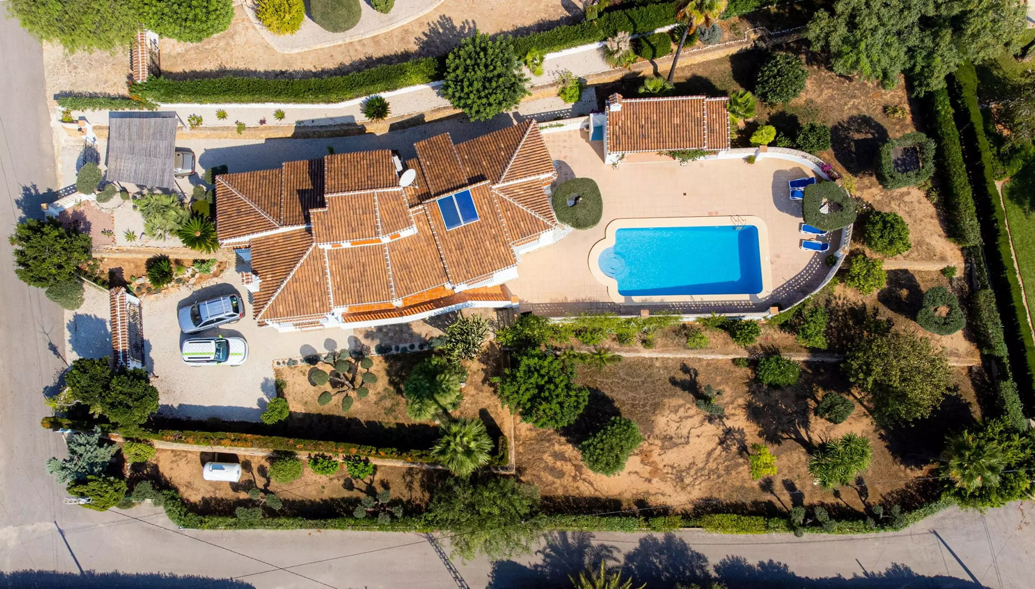 Vista aérea de la villa familiar en el Montgó